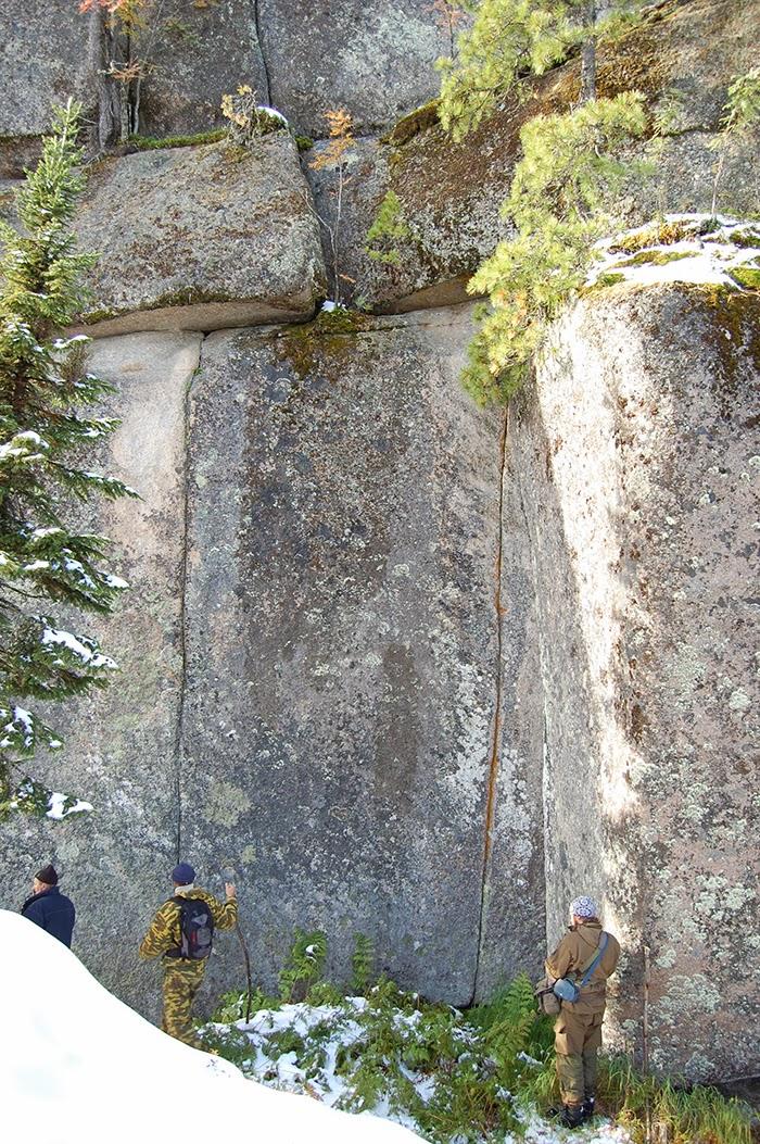 Ruine megalitice incredibile descoperite în Siberia (3)