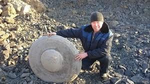 O piatră misterioasă descoperită într-o mină din Siberia (2)
