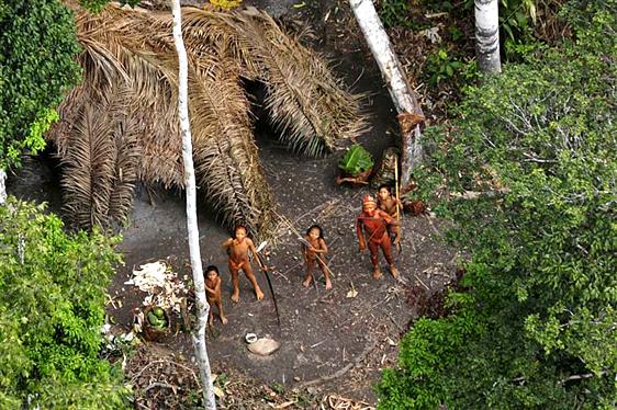 Tribul cel mai izolat din lume (1)