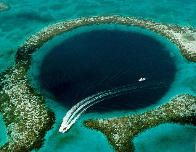 Misterioasa Gaură  albastră din Belize