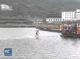 Un călugăr shaolin a alergat 1185 metri peste apă