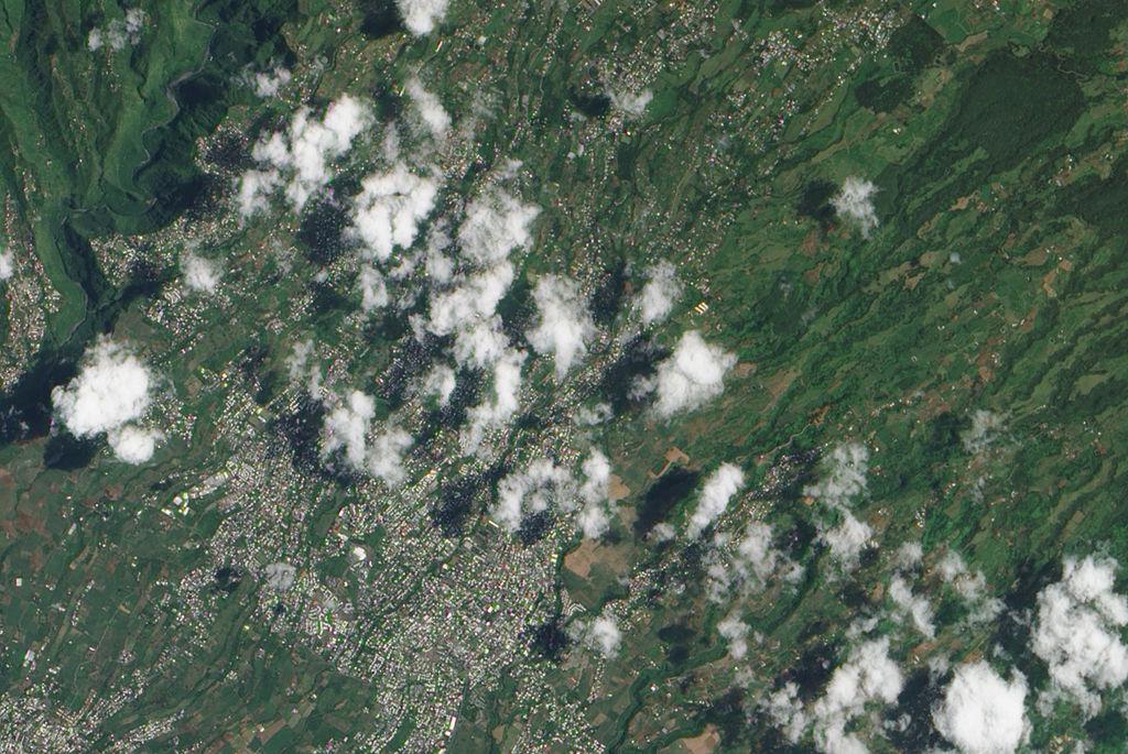 Réunion, Tampon foto de Jesse Allen sursa foto Wikipedia