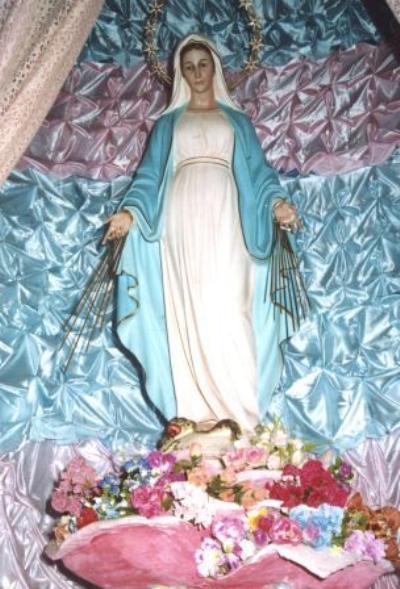 Statuie reprezentând-o pe Fecioara Maria din Arighbo. Auor Elizabeth. Sursă Wikipedia.