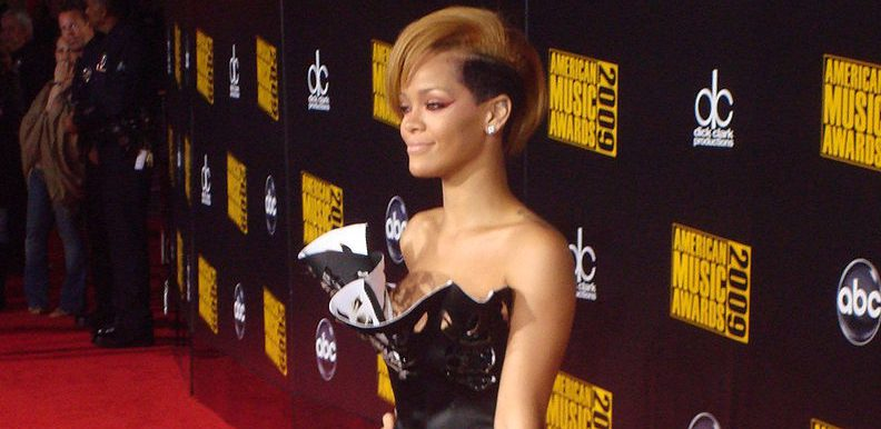 800px-Rihanna_AMA_2009_Red_carpet