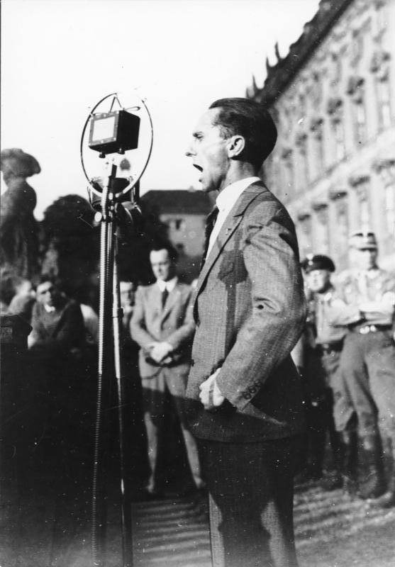 Goebbels, Joseph: Reichsminister für Volksaufklärung und Propaganda, Gauleiter Berlin, Deutschland. Hauptarchiv der NSDAP (Bild 119). sursa foto Wikipedia.