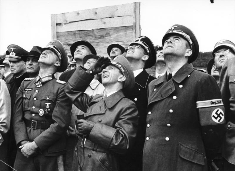 Goebbels, Joseph: Reichsminister für Volksaufklärung und Propaganda, Gauleiter Berlin, Deutschland. Foto de Hanns Hubmann, German Federal Archives, sursa Wikipedia.