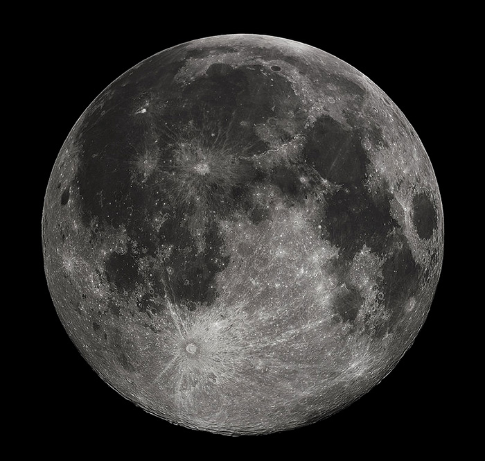 Luna este oare un artefact extraterestru