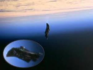 Un satelit negru de origine extraterestră se află în orbită de 13