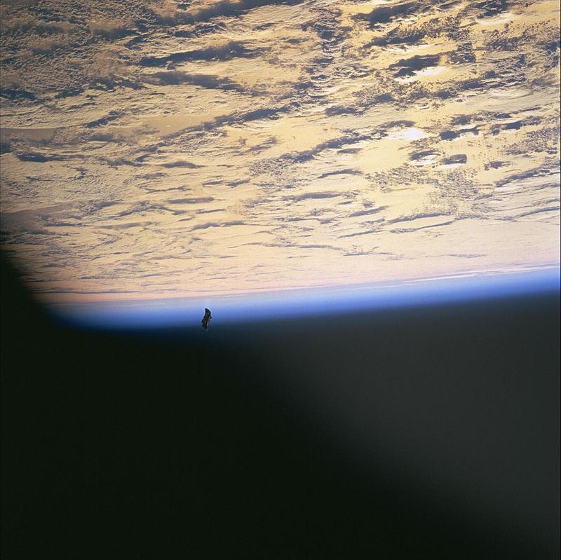 Suntem ţinuţi sub observare de nave extraterestre aflate în orbită