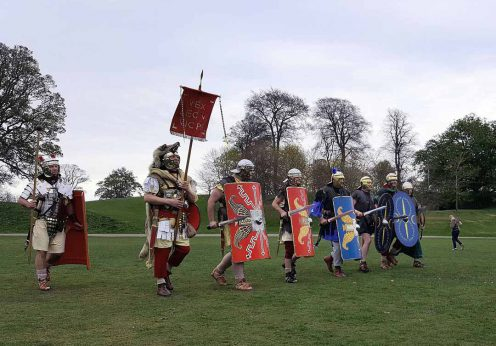 Romans_(Antonine_Guard_Living_History_Society)_parade_before_the_Roman_vs_Picts_5k_race,_Callendar_House